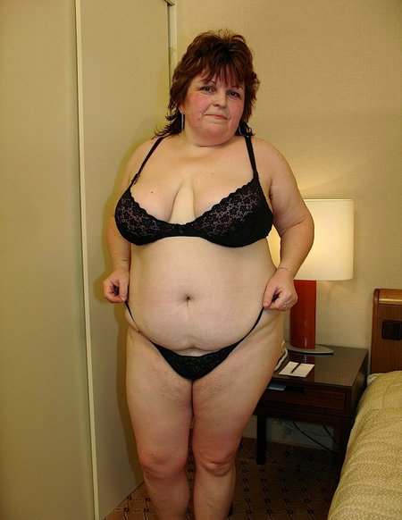 Sexy BBW getting naked01
